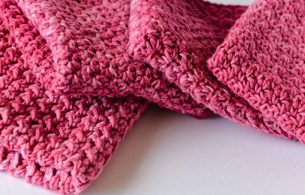 Beautiful crochet washcloth free pattern - staggered stack of washcloths
