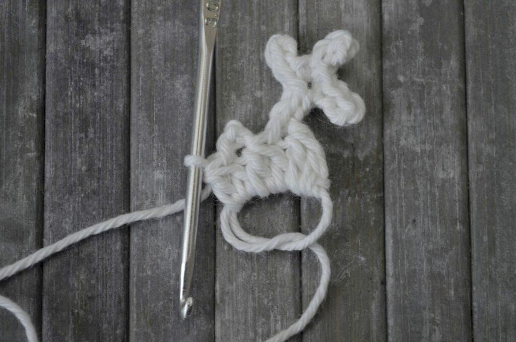 Easy snowflake crochet pattern yarnandy step 11